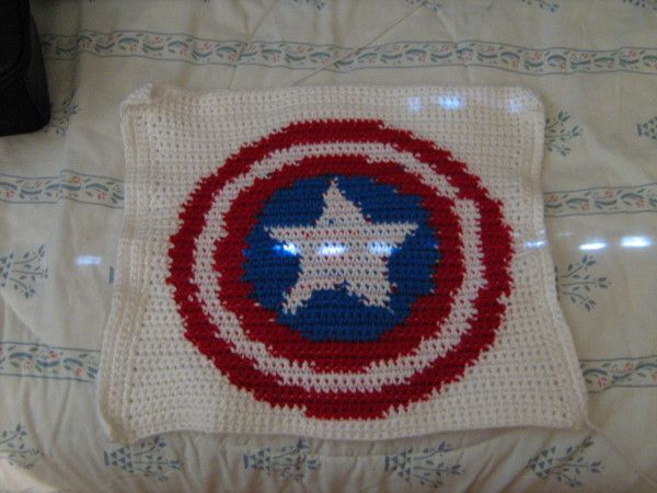 Free Crochet Pattern For Captain America Blanket : 17 Best images about Nerd Blanket Squares on Pinterest ...