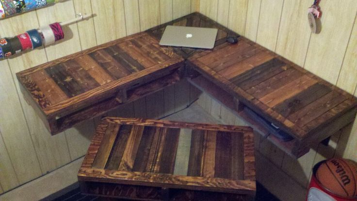 love this desk....okay I might have a slight obsession starting with pallet furniture lol I just love the rustic feel it has.