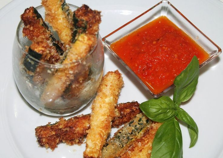 Para picar: Crujientes de calabacín con parmesano - http://www.mytaste.es/r/para-picar-crujientes-de-calabac%C3%ADn-con-parmesano-62314772.html