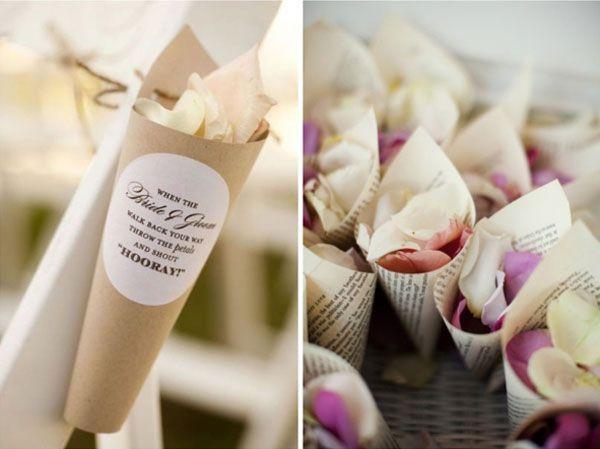 Coni ai petali di rose come alternativa al lancio del riso