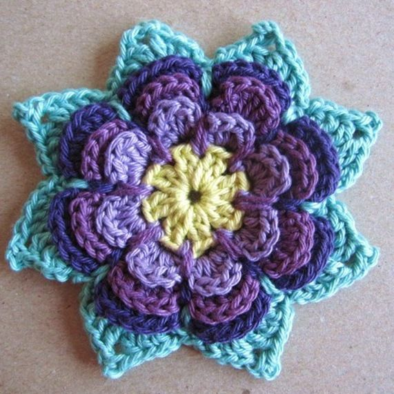 Love this flower! The site is not in English, however, the free pattern is!