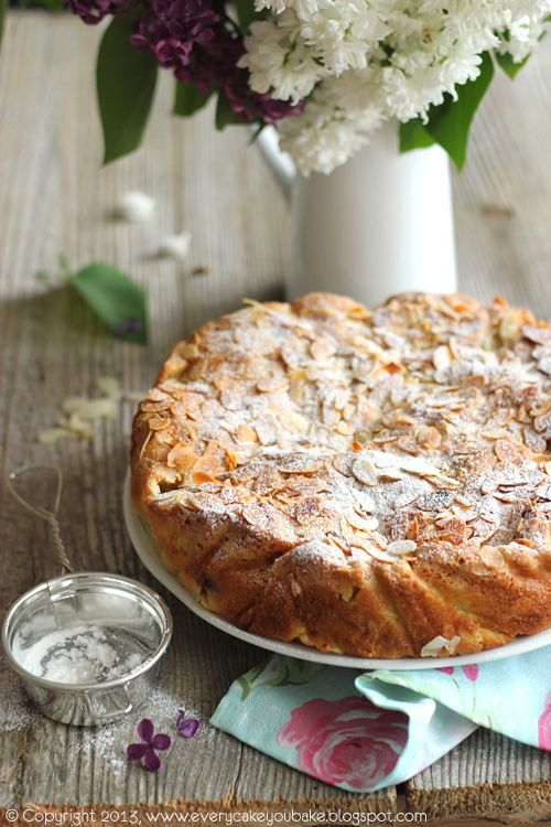 Cake with rhubarb and almonds