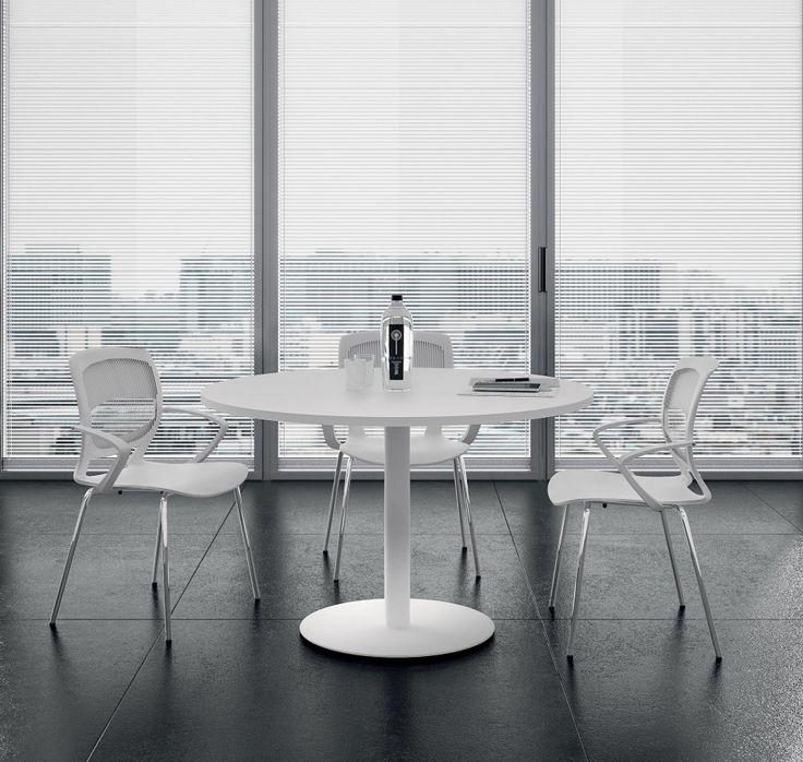 TKN006 #isola #ufficio operativo composta da doppia #workstation, pannelli divisori e #tavolo #riunione tondo