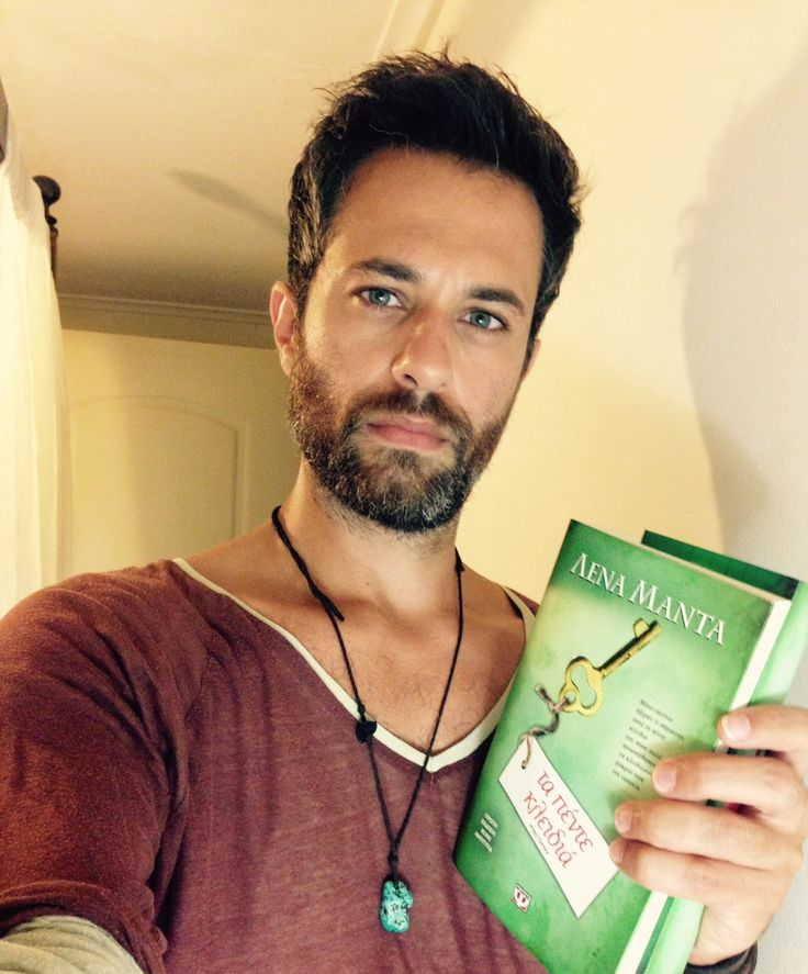 """Ο ηθοποιός Κωνσταντίνος Φάμης προετοιμάζεται για τον ρόλο του Ρήγα στην πολυαναμενόμενη σειρά του ANT1 """"Τα πέντε κλειδιά"""".  Η σειρά βασίζεται στο ομώνυμο bestseller της Λένας Μαντά, #1 συγγραφέως στην Ελλάδα."""