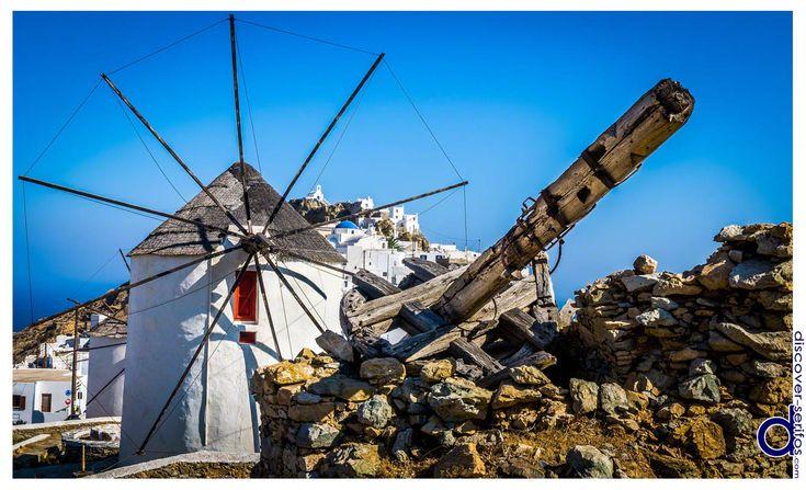 Three well preserved windmills remain at the top of Chora - Serifos, Cyclades.   Τρείς άριστα συντηρημένοι ανεμόμυλοι παραμένουν στην κορυφή της Χώρας - Σέριφος, Κυκλάδες. Μάθετε περισσότερα στο: http://www.discover-serifos.com/el/anakalupste/aksiotheata/simeia-endiaferontos/miloi
