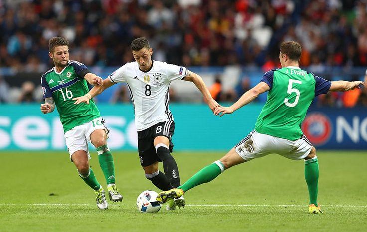 Jerman memimpin grup c setelah mengalahkan Irlandia Utara 1-0 pada fase akhir penyisihan grup c.