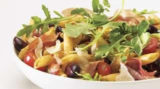 Penne à l'italienne et sa garniture de verdures   Recettes IGA   Pâtes, Pancetta, Recette rapide