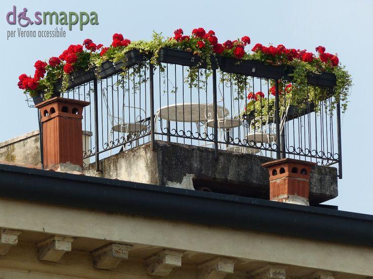 20150606 Terrazzo fiorito gerani rossi Verona dismappa