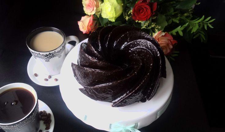 Diabelsko pyszna, wilgotna i mocno czekoladowa babka (pomimo, że nie ma w niej grama czekolady), czyli devil's food cake