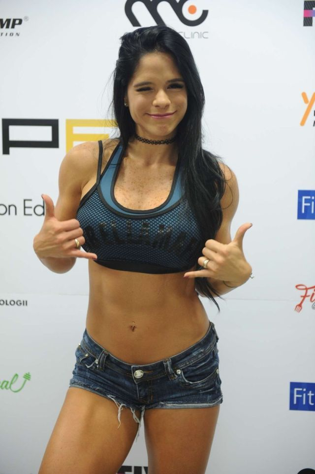 Michelle Lewin Attends 'PEI 2016' Conference On Fitness | Glamistan.com