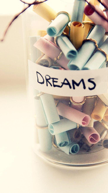Non ve l'hanno mai detto che i sogni sono fuori e voi nel cassetto ?