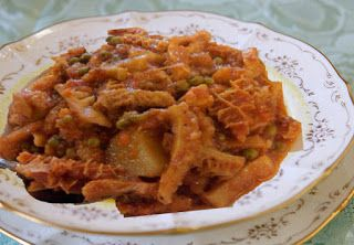 Easy Recipes: Tripe with Potatoes and Peas  INGREDIENTS  500 g cleaned tripe cut in squares 1 large onion chopped 4 tbsp masala 1/2 tsp tumeric powder 1 tsp garam masala 1 tbsp breyani spice 2 tbsp crushed ginger & garlic paste 3 cinnamon sticks 4 potatoes peeled and halved 1/2 cup peas 1 tomato grated 4 tbsp oil 2 tbsp salt ( or salt to taste) 1/4 cup fresh coriander / dhania