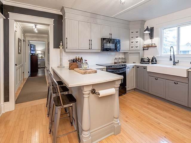 #kitchen #kitchendesign #industrialkitchen #farmhousekitchen #kitchenideas #kitcheninspo #design #farmhousesink #designer #yorkregion #symphonyofcolour