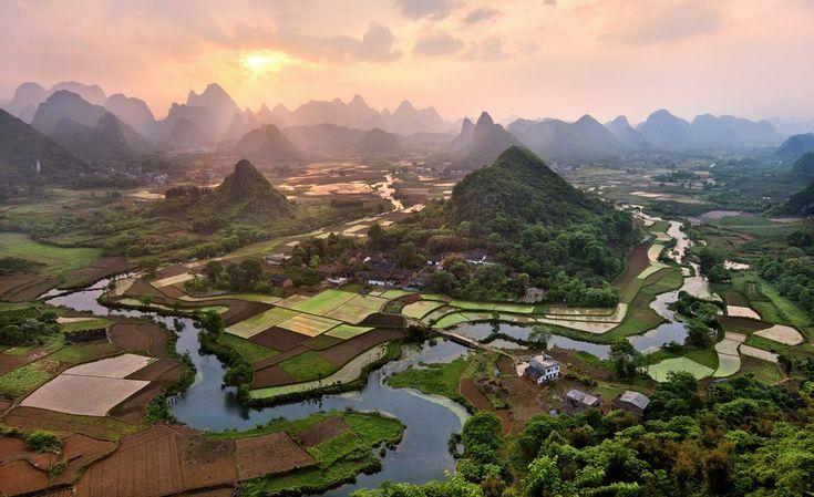 Cuiping Village of Putao Township, Yangshuo County, in Guilin, China (陽朔 翠屏村)  http://www.yangshuochina.com/article/humansight/info-2454.html