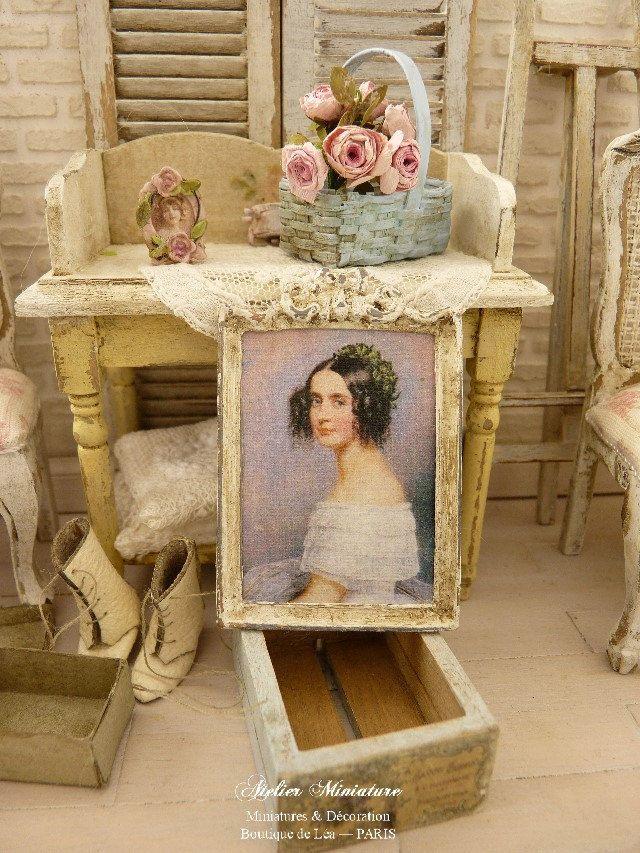 Portrait miniature romantique XIXe, Cadre en métal, Accessoire de décoration et de collection pour une maison de poupée à l'échelle 1/12 by AtelierMiniature on Etsy
