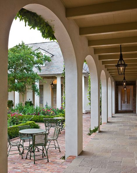 Garden with 'Old South' Style // Traditional Home // Architect: Ken Tate  // Landscape architect: Helen Grivich   // Builder: R.B. Ratcliff & Assoc. Inc., // Photographs: John Granen