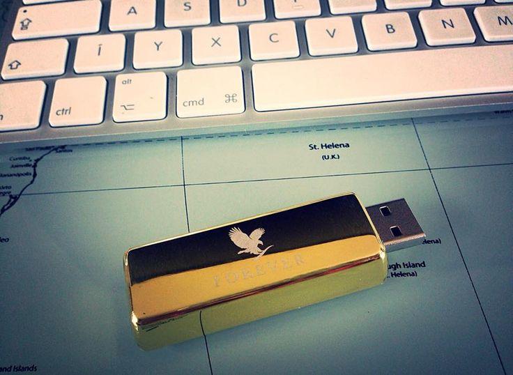 Azért, hogy mindig minden fontos anyag Nálatok lehessen, ajánljuk figyelmetekbe legújabb termékünket ezt a csodaszép Forever feliratú, aranyrúd formájú 4GB pendrive-ot. Keressétek telephelyeinken és webshopunkban!
