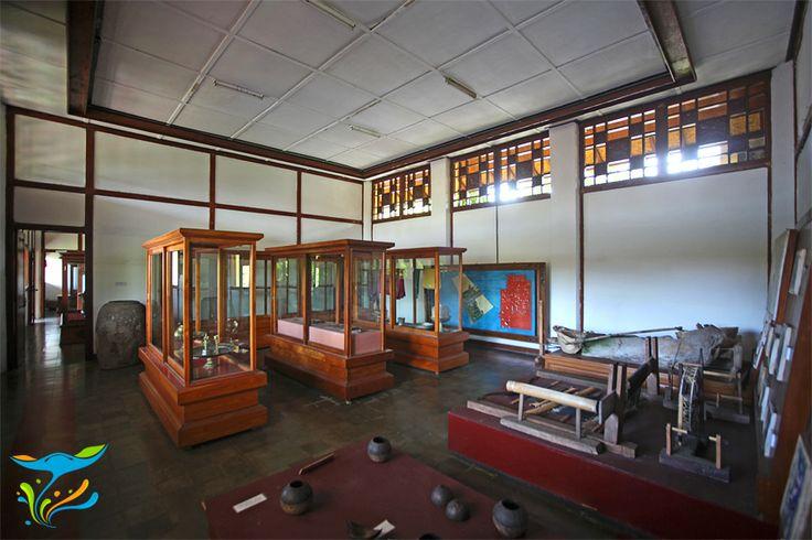 Bagian dalam salah satu ruangan di museum yang terletak di dalam kompleks Kerta Gosa.
