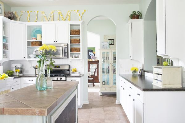 Fresh looking kitchen: Paintings Kitchens Cabinets, Kitchens Design, Interiors Design Kitchens, Above Cabinets, Paintings Colors, Kitchens Redo, Kitchens Ideas, White Cabinets, White Kitchens