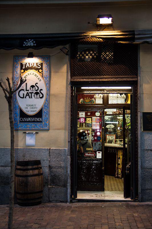 Taberna Los Gatos - Madrid   Los Gatos, Calle de Jesús, nº 2, al final de Huertas Spain Buena cerveza y muy buenas Tostas (de calidad, abundantes y muy variadas, probar la de tomate seco y sardina arenque, es espectacular) La decoración es divertida, un autentico pedacito del rastro dentro del local, desde detalles taurinos hasta un monagillo con gafas. De verdad que merece una visita.