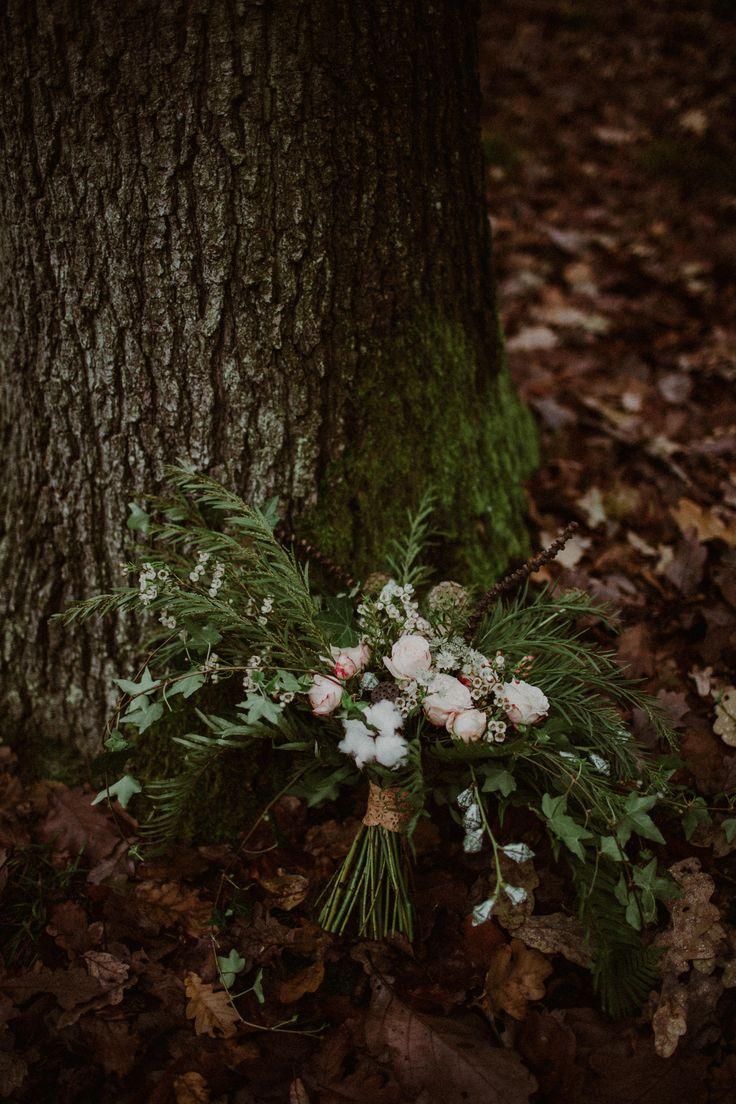 INNA Studio_ bridal bouquet / forest green bouquet / bukiet leśny / bukiet zimowy / fot. Kamila Piech