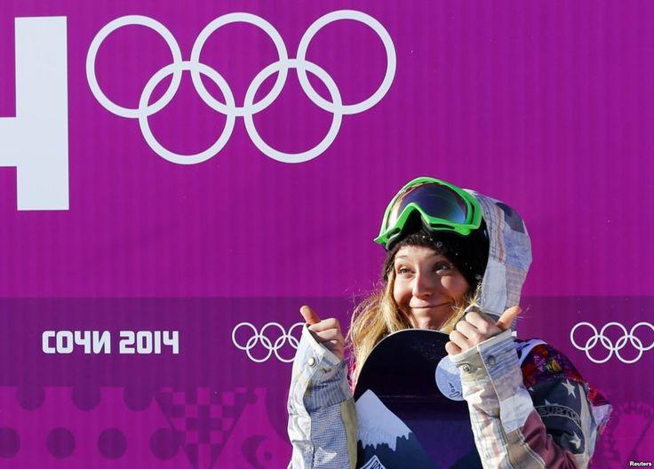 Jamie Anderson dari AS di garis finish babak kualifikasi snowboard slopestyle nomor putri di Sochi (6/2).