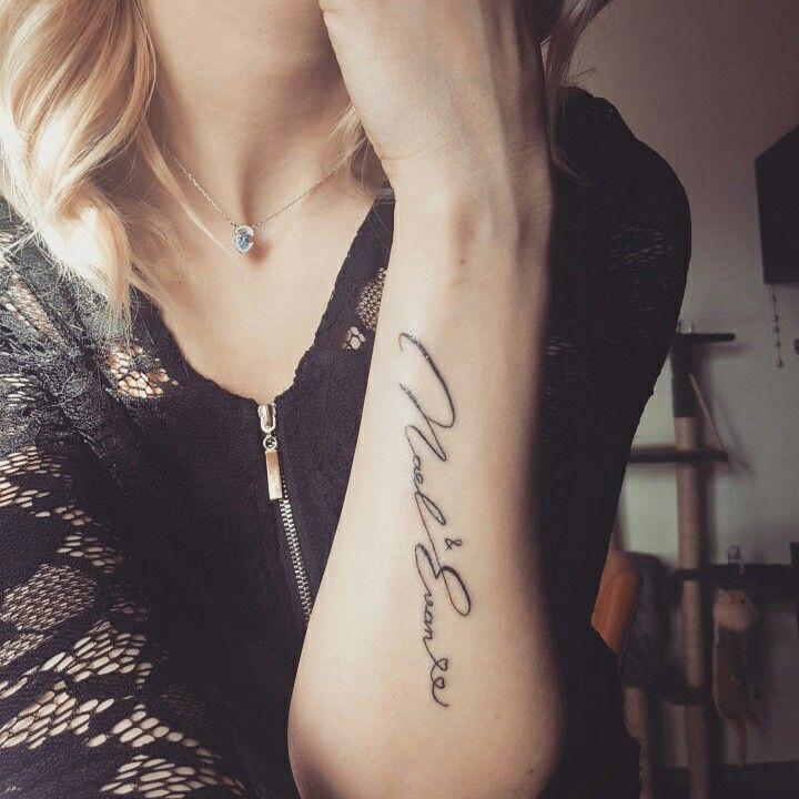 tatouage femme bras prenom. Black Bedroom Furniture Sets. Home Design Ideas