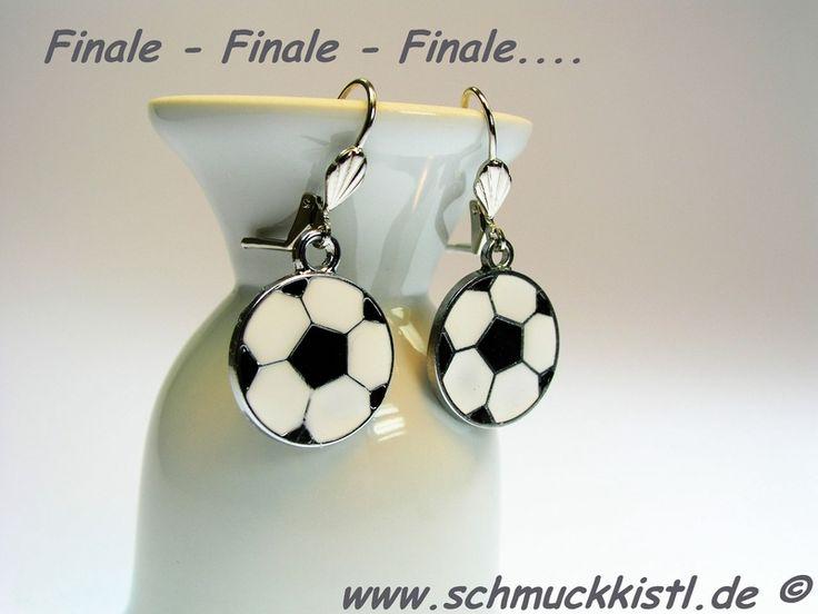 Lustige Ohrringe für die Party zum Fußballfinale der Champions League FC Bayern München gegen Borussia Dortmund.   Ein MUST HAVE für jeden Fan. ...