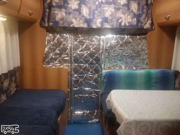 Un tutorial per cucire in modo facile e low cost il divisorio termico cabina/cellula in camper. Per combattere il freddo e risparmiare sui consumi di gas