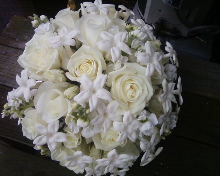 An Elegant Rounded Bridal Bouquet That Is Very Clic Featruing Creamy White Vendela Roses And Porcelain