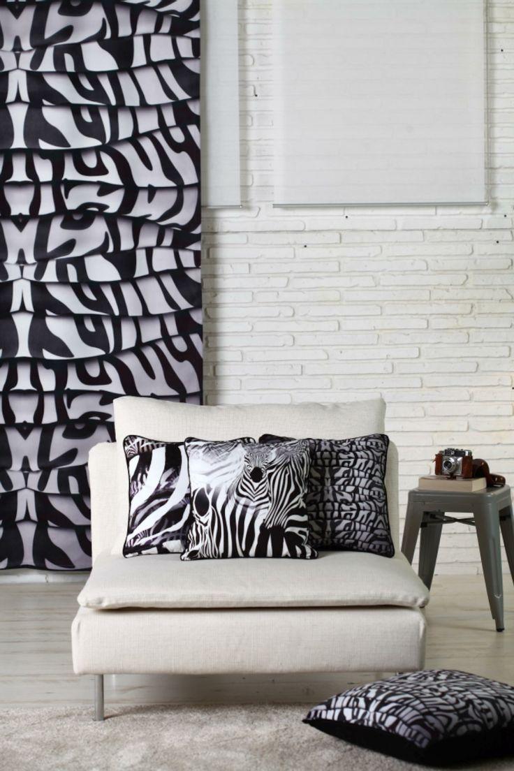 Son dönemlerin en trend desenlerinden olan zebralar siyahın ve beyazın kontrastında asil ve bir o kadar da modern görünüyor! Kırlent/Minder