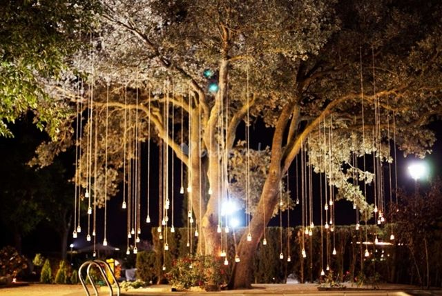 VELAS Y LUCES COLGANTES | A trendy life weddings en stylelovely.com