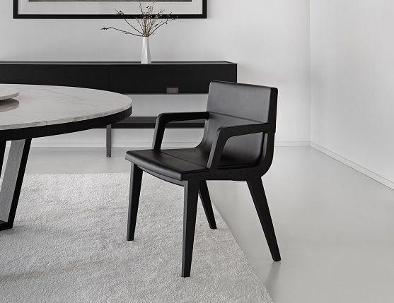 Stilren og smuk spisebordsstol fra Maxalto