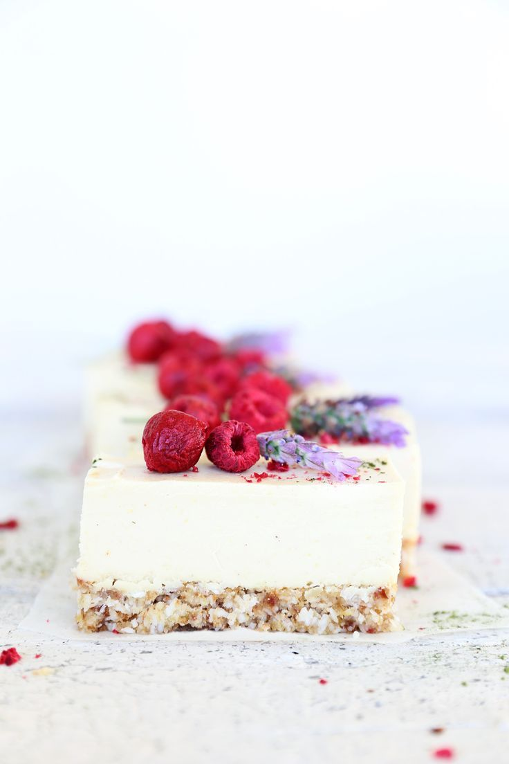 Raw Lemon & Coconut Cheesecake #healthy #dessert #recipe #raw #vegan #lemon #coconut #cheesecake #cake