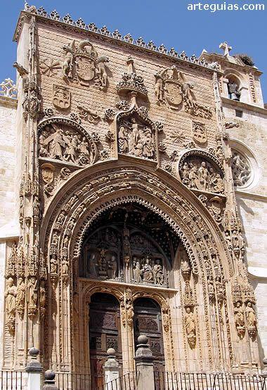 Espectacular fachada de la Colegiata de Aranda de Duero