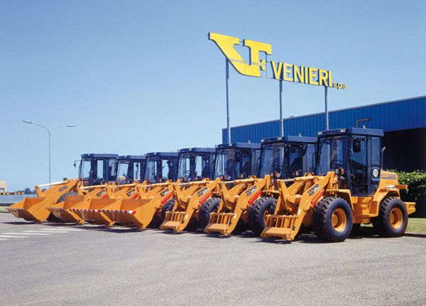 1994-1998     Venieri is the official supplier of Case Europe for 5 different loaders from 45 HP to 110 HP and one 57 HP backhoe loader.