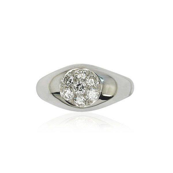 Let's focus on shiny brillance... from day to day  Im Mittelpunkt sitzt ein #Diamant mit 0,127 ct. Einen Kreis bilden 6 weitere Diamanten mit insgesamt 0,471 ct. Die #Edelsteine zusammen haben 0,598 ct. Die Ringschiene in 18 kt #Weißgold ist glänzend poliert und verjüngt sich im Verlauf nach unten.  http://schmuck-boerse.com/ring/191/detail.htm  http://schmuck-boerse.com/index-gold-ringe-8.htm