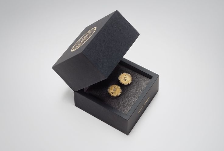 Botões de Punho Edição Especial 40 Anos // Limited Edition 40  years Cufflinks #branding #cufflinks #styling #design #luxury #details #african #silver #gold #trendycollection #jewelry #fashion #glamour #must-have #limitededition