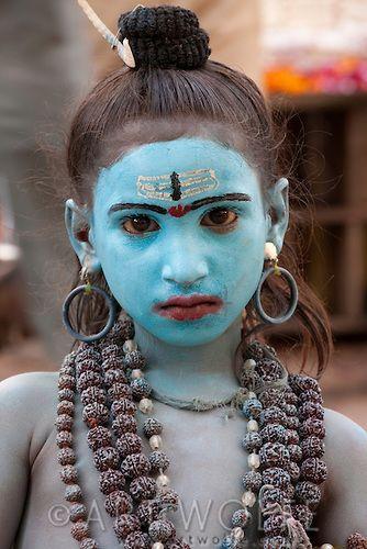 Un niño vestido como Krishna, Pushkar, India