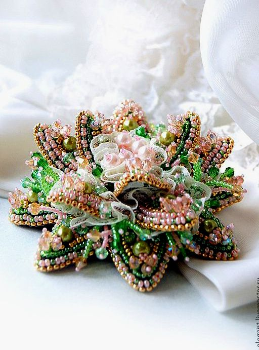 Gorgeous work by Agija Rezcova- a jewelry artist from Latvia. Go check out her photos.... amazing