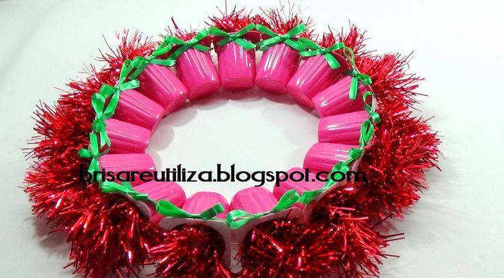 Corona navide a con vasos de yogur navidad y a o nuevo for Buscar adornos de navidad