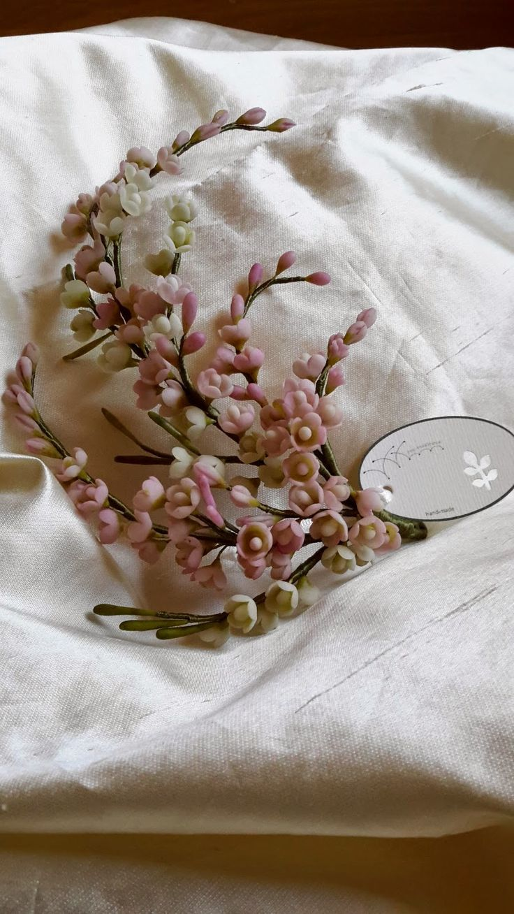 http://piki-pikonna.blogspot.com.au/p/atalogo-coronas-y-casquetes-porcelana.html