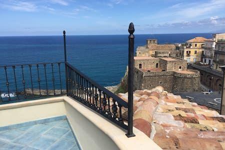 DEPENDANCE DELLE GRAZIE * stunning sea views * - Apartment