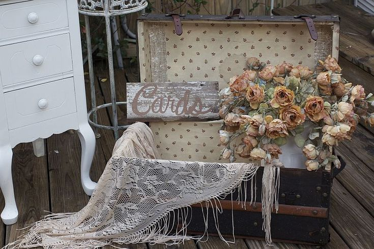 Using Old Trunks For Wedding Display Vintage Wedding