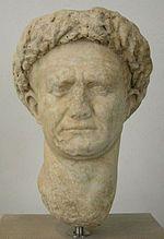 busto del comandante romano Vespasiano con corona di alloro