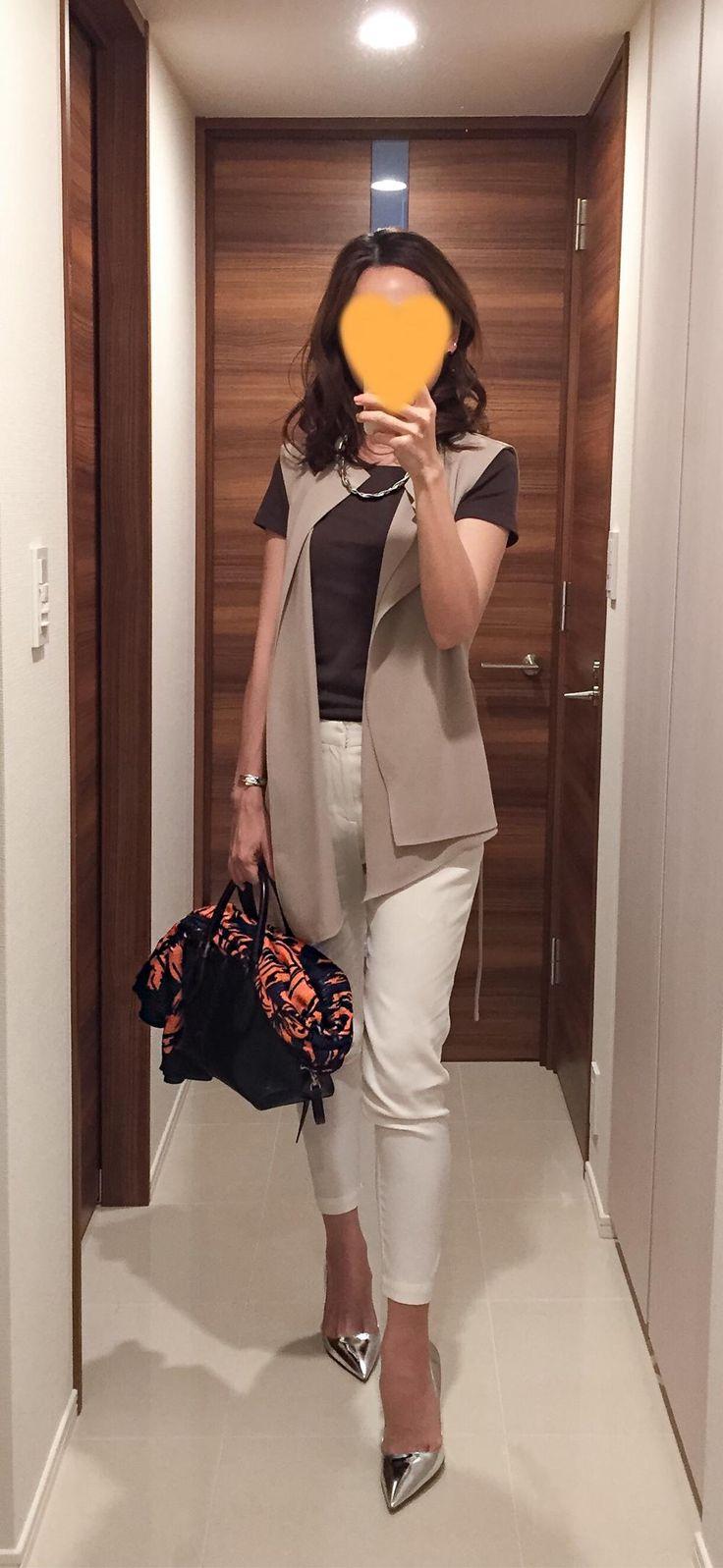Vest: ZARA, Brown tee: Uniqlo, White pants: Des Pres, Bag: Tod's, Silver heels: PRADA