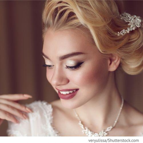 Professionelles Make-Up Ein professionelles Make-Up eignet sich für die Hochzeit am besten