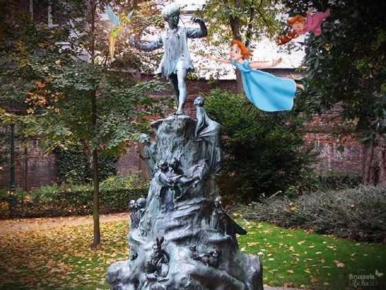 Peter Pan  Sur leur chemin vers le Pays imaginaire, la fée Clochette, Wendy et Michel marquent un arrêt à Bruxelles. Autour de la statue de Peter Pan au Parc d'Egmont. Copie de la statue de Kensington Garden, elle est le témoin de l'amitié qui liait les enfants belges et anglais durant la Première Guerre Mondiale