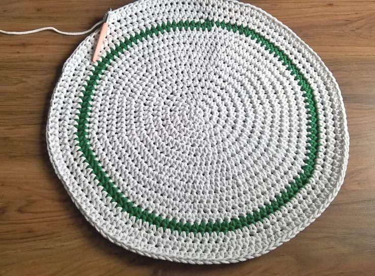 Robi się kolejny dywan dla starszej córki / I'm making a rug for older daughter     #crocheting #szydelkowanie_po_nocach #rug #carpet #diy #rękodzieło #scandi #scandinavianstyle #decor #4home #kidsrooms #handmade #ręcznarobota #crochet #knitting #sznurekbawelniany #cottoncord #impresje #4kids #mysweethome #decorating #white #dywan #design #mojewnetrze