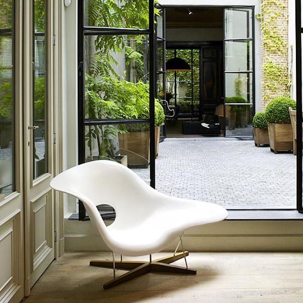 La Chaise A Design Classic By Charles Ray Eames Eames Chair Replica Eames Lounge Chair Lounge Chair